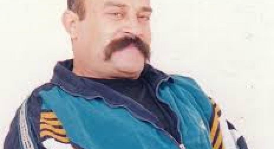الأسير أكرم منصور (30 عاماً) خلف القضبان